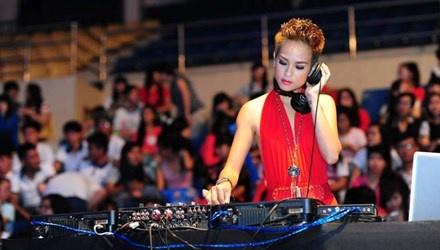 Goc khuat nghe DJ hinh anh 1 Nguyễn Thị Hồng Ngọc (DJ Rubie) từ bỏ làm người mẫu để theo nghề DJ.