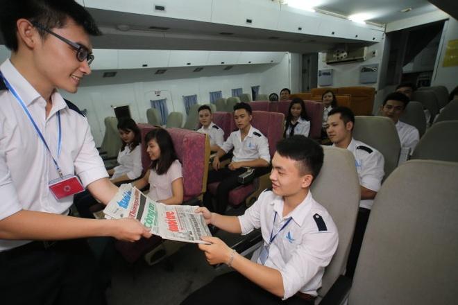 Dot pha giao duc sau pho thong: Co phan hoa truong dai hoc hinh anh 2 Giờ thực tập mô phỏng chuyến bay của học sinh lớp tiếp viên hàng không K46 Học viện Hàng không VN.