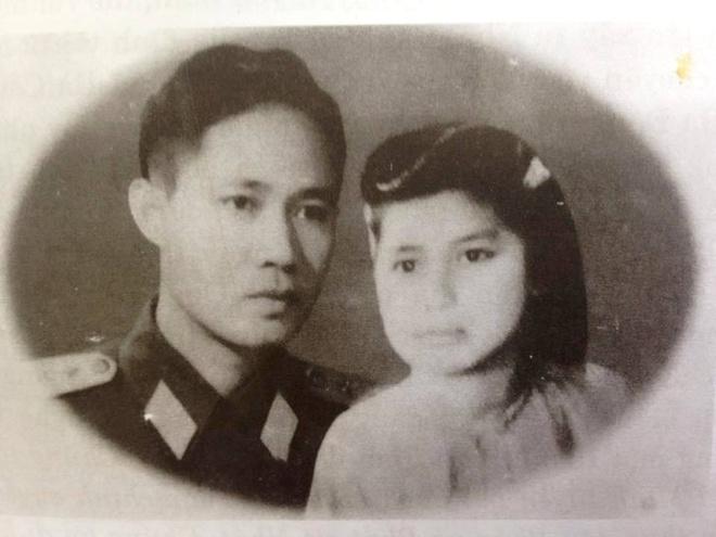 Hon 1.000 buc thu tinh cua thuong tuong Le Ngoc Hien va vo hinh anh