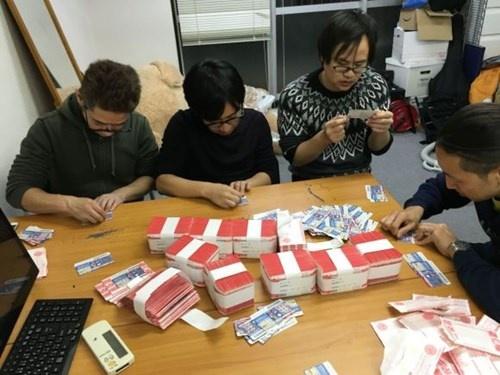 Chang trai Nhat chi ca trieu yen mua… 5.000 tam ve so hinh anh 5
