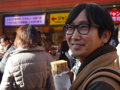 Chang trai Nhat chi ca trieu yen mua… 5.000 tam ve so hinh anh 2