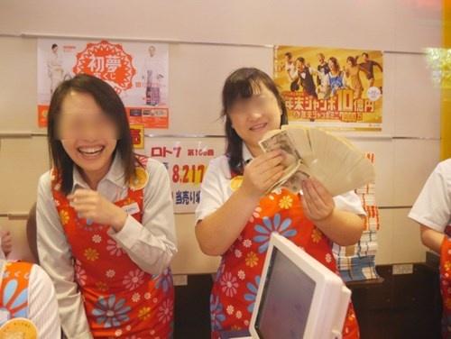 Chang trai Nhat chi ca trieu yen mua… 5.000 tam ve so hinh anh 3