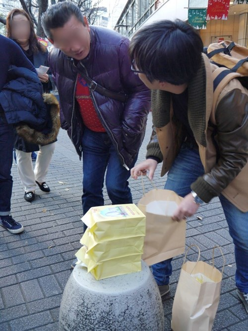 Chang trai Nhat chi ca trieu yen mua… 5.000 tam ve so hinh anh 4
