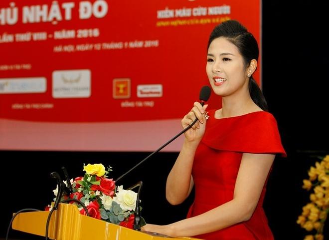 Hoa hau Ngoc Han dong hanh cung Ngay hoi hien mau hinh anh 1