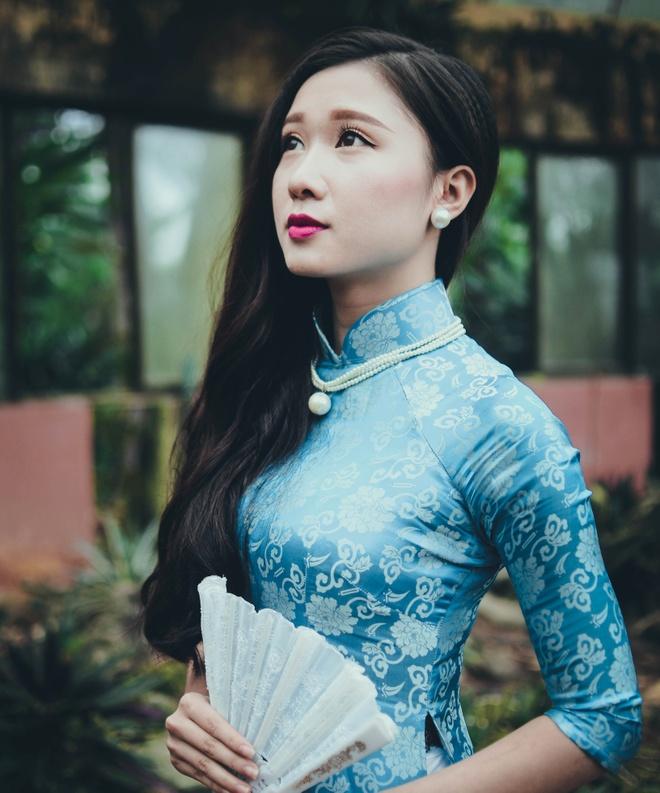 Top 10 Miss Bao chi khoe dang trong trang phuc ao dai hinh anh 1