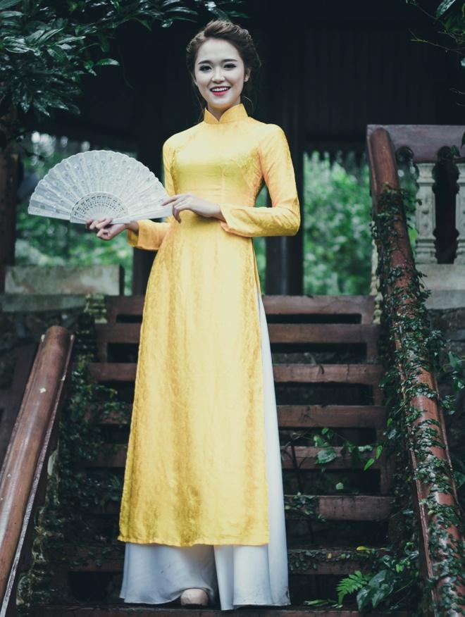 Top 10 Miss Bao chi khoe dang trong trang phuc ao dai hinh anh 2