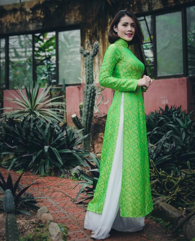 Top 10 Miss Bao chi khoe dang trong trang phuc ao dai hinh anh 8