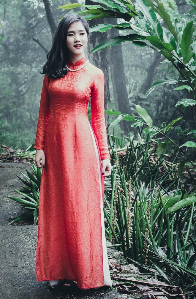 Top 10 Miss Bao chi khoe dang trong trang phuc ao dai hinh anh 9