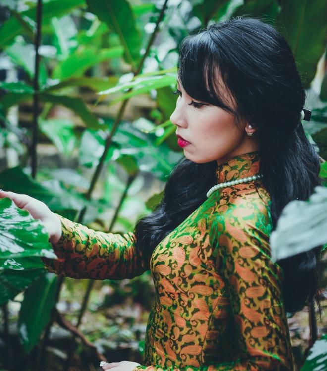 Top 10 Miss Bao chi khoe dang trong trang phuc ao dai hinh anh 7