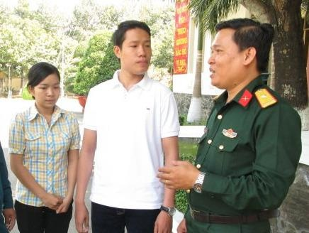 To quoc goi, cac ban tre len duong hinh anh