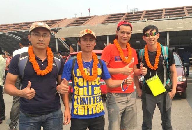 4 chang trai xep chu Viet Nam tren duong len dinh Everest hinh anh 2