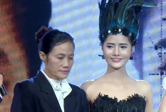 Co gai Nam Dinh 'vit hoa thien nga' sau 8 tieng dao keo hinh anh 3