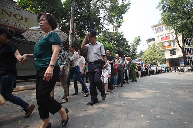 Nguoi Ha Noi doi nang, Quang Binh doi mua vieng Dai tuong hinh anh 5