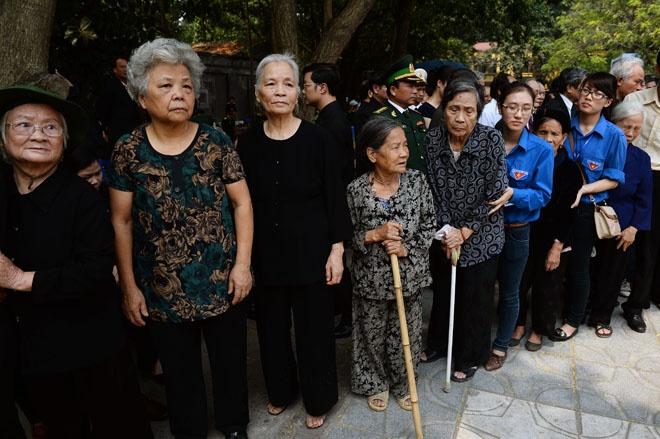 Nguoi Ha Noi doi nang, Quang Binh doi mua vieng Dai tuong hinh anh 10