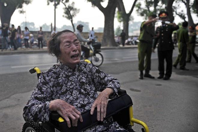 Nguoi Ha Noi doi nang, Quang Binh doi mua vieng Dai tuong hinh anh 9