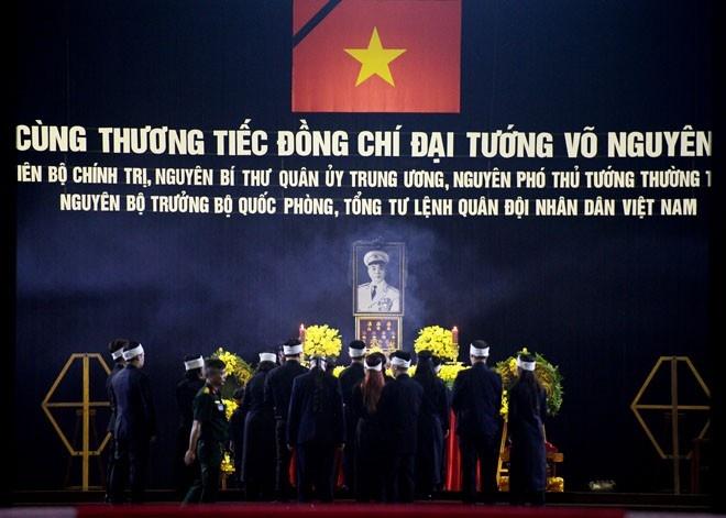 Nguoi Ha Noi doi nang, Quang Binh doi mua vieng Dai tuong hinh anh 1