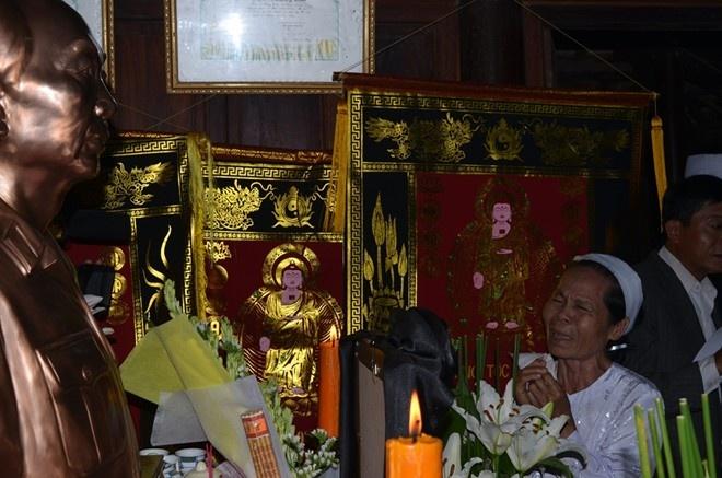Nguoi Ha Noi doi nang, Quang Binh doi mua vieng Dai tuong hinh anh 16