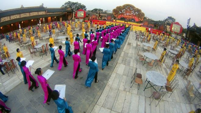Bua an Hoang toc gia 2 trieu o Festival Hue hinh anh