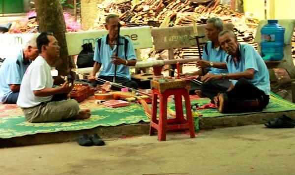 Đàn ca tài tử là một phần không thể thiếu của văn hóa miền sông nước.