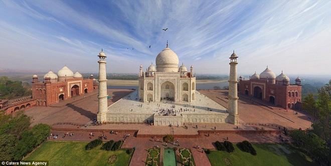 Ngôi đền Taj Mahal nổi tiếng ở Ấn Độ.