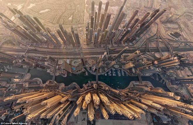 Man nhan voi nhung hinh anh tu tren cao cua cac thanh pho hinh anh 1 Toàn cảnh thành phố Dubai.