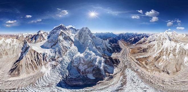 Man nhan voi nhung hinh anh tu tren cao cua cac thanh pho hinh anh 6 Ngọn núi Everest, ngọn núi cao nhất thế giới.