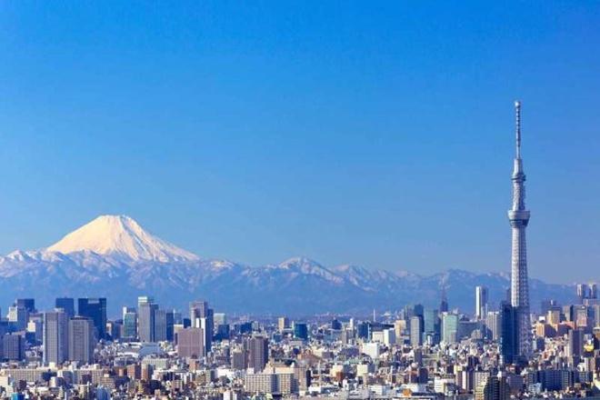 """10 thap truyen hinh cao nhat the gioi hinh anh 1 Danh hiệu tòa tháp truyền hình cao nhất thế giới hiện nay thuộc về tháp Tokyo Skytree - biểu tượng của thủ đô Tokyo (Nhật) và là biểu tượng cho trình độ khoa học công nghệ của đất nước mặt trời mọc.  Tháp Tokyo Skytree cao 634 m, được khánh thành năm 2012 với kết cấu được làm bằng thép, xung quanh là một khu tổ hợp trung tâm thương mại, vui chơi và giải trí phục vụ cho du khách tham quan. Các chuyên gia kiến trúc gọi Tokyo Skytree là """"một tổ hợp du lịch siêu hạng"""" với chi phí đầu tư xây dựng <abbr class="""