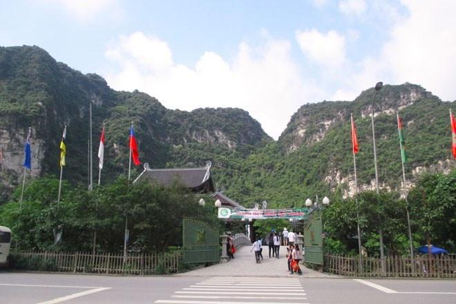 Trang An - Diem dung chan ly tuong cho ky nghi le hinh anh 10 Tràng An - luôn chào đón khách du lịch muôn phương. Du khách đã tới một lần thì chắc chắc sẽ không thể không quay lại lần hai.