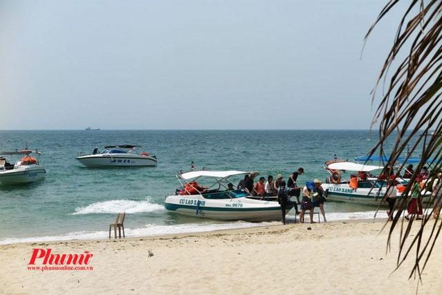 Di dau, an gi o Cu Lao Cham? hinh anh 2 Cano du lịch đưa khách đến Cù Lao Chàm.