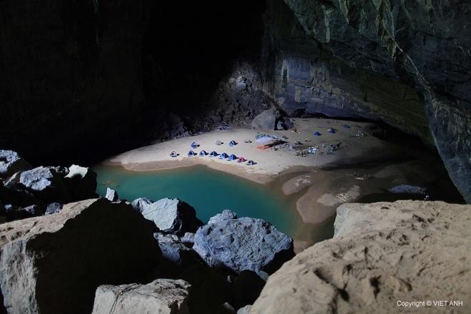 Chang trai Viet kham pha Son Doong cung 9 nguoi My hinh anh 2 Cắm trại trong hang Én. Ảnh: Việt Anh.