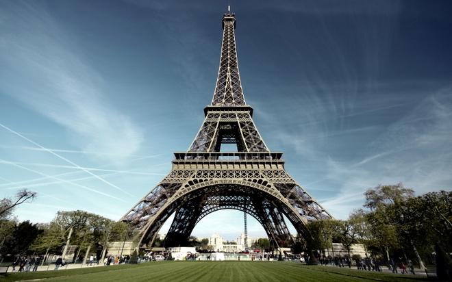 Thap Eiffel dong cua vi nan moc tui hinh anh