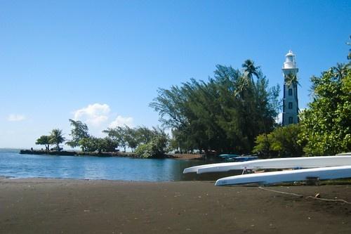 Nhung bai bien den ky la tren the gioi hinh anh 2 2. Point Venus, Pháp: Vùng biển này thuộc hòn đảo Polynesian nước Pháp, đây là nơi nổi tiếng với những bãi cát đen và làn nước êm đềm quanh năm.