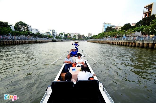 Tour tren kenh Nhieu Loc cho giay phep de di tiep hinh anh 1