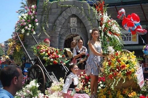 8 le hoi hoa tuyet dep tren the gioi hinh anh 2 Battaglia di Fiori, Ventimiglia, Italy: Đây là một lễ hội xa hoa, thỏa mãn mọi giác quan của người tham gia. Những chiếc xe hoa di động đi diễu hành xung quanh thị trấn trong hai ngày.