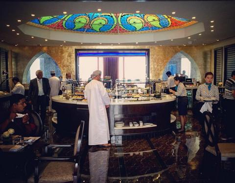 10 phong cho may bay sang trong nhat hanh tinh hinh anh 5 Oman Air Business Class - Muscat Seeb   Cảm giác của hành khách khi đến với Phòng chờ Oman Air Business Class chính là sự quan tâm, chăm sóc tận tình dành cho tất cả mọi người. Phòng chờ được chia thành các khu riêng biệt, trong đó đặc biệt nhất là khu vực vui chơi giải trí dành cho trẻ em và giúp các ông bố bà mẹ không phải đau đầu,