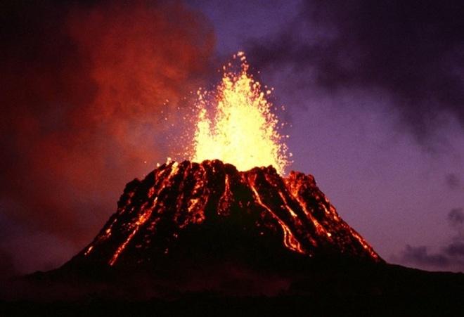 Chiem nguong ve dep cua vuon quoc gia nui lua Hawaii hinh anh 10 Các nhà địa chấn học đã kết luận rằng, sự kết nối giữa những đám đá nóng thông qua lớp vỏ trên bề mặt đã tạo ra chuỗi đảo núi lửa như ở Hawaii. Ảnh: wikipedia.