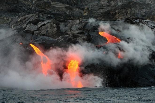Chiem nguong ve dep cua vuon quoc gia nui lua Hawaii hinh anh 3 Được biết, vườn quốc gia núi lửa Hawaii là thành quả của 30 triệu năm dưới tác động núi lửa, migration và tiến hóa các quá trình làm xô đẩy đất trần từ biển, tạo ra một hệ sinh thái hỗn hợp và độc đáo với một nền văn hóa nhân loại riêng biệt. Ảnh: amazingplacesonearth.