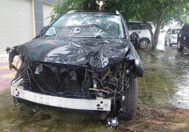 Xe dien Lexus tien ty gay tai nan kinh hoang hinh anh