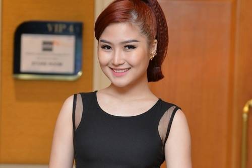 Huong Tram 'doi dau' nguoi cu trong chung ket The Voice hinh anh