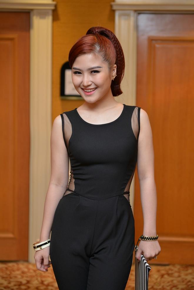 Huong Tram 'doi dau' nguoi cu trong chung ket The Voice hinh anh 1