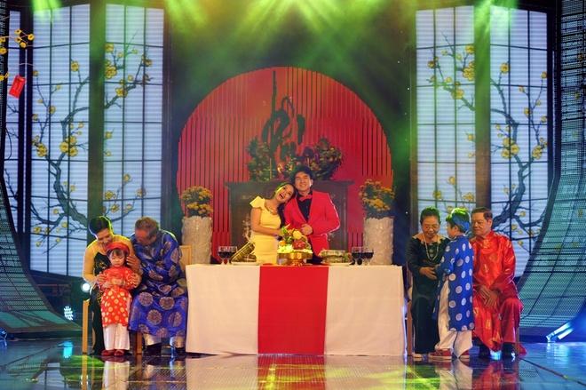 Doan Trang dien vay lum xum che bung bau hinh anh 11