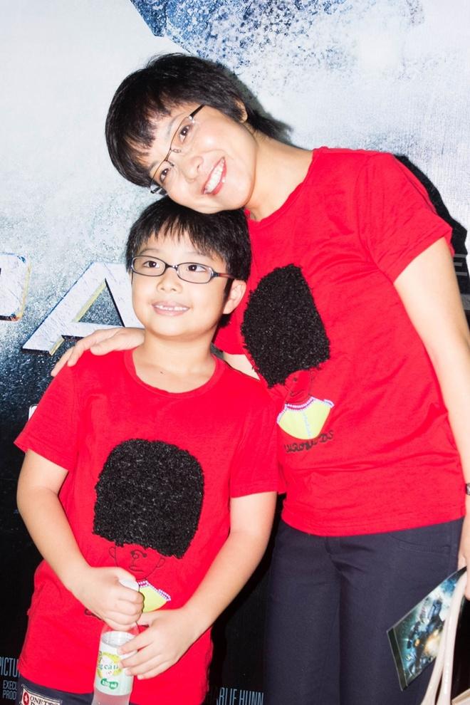 MC Thảo Vân và con trai.