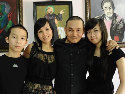Vợ chồng danh hài Xuân Hinh và hai con.