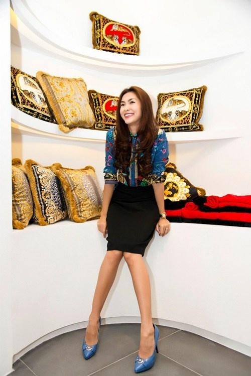 Top 4 stylist dung sau su toa sang cua my nhan Vbiz hinh anh 4