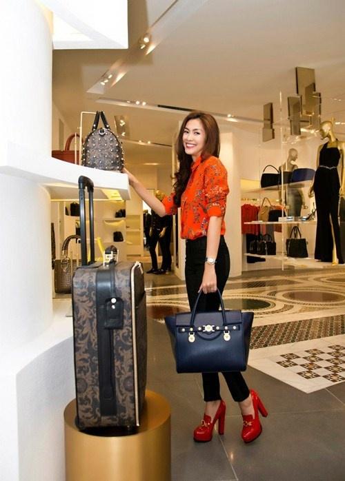 Top 4 stylist dung sau su toa sang cua my nhan Vbiz hinh anh 5 Đằng sau sự thành công ở hình ảnh của biểu tượng thời trang Hà Tăng có sự đóng góp không nhỏ của Quang Tuyến.