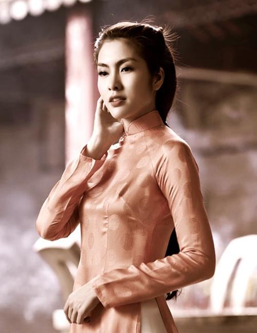 Top 4 stylist dung sau su toa sang cua my nhan Vbiz hinh anh 3 Hình ảnh Tăng Thanh Hà trong một bộ hình do Quang Tuyến làm stylist.