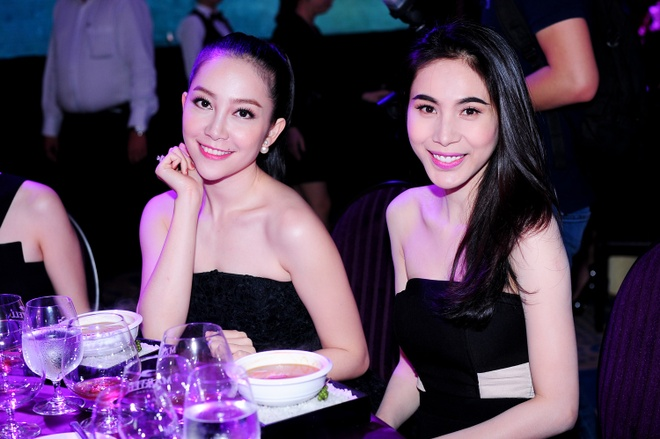 Thuy Tien khoe vai tran ben dan my nhan Viet hinh anh