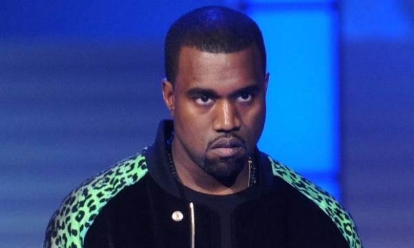 Su co 'muoi mat' cua sao Hollywood tren song truc tiep hinh anh 13 Trong lễ trao giải thưởng âm nhạc MTV VMAs 2009, Kanye West có một phen gây choáng khi lên giật micro của Taylor Swift lúc cô đang phát biểu khi lên nhận giải thưởng. Kanye West hùng hổ nói trên sóng truyền hình: