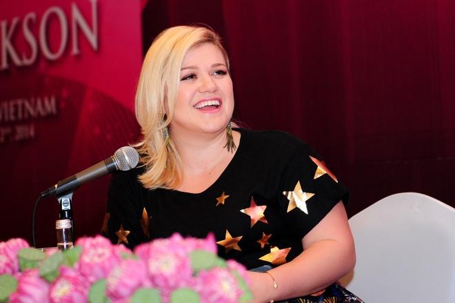 Kelly Clarkson: 'Neu chan dai se khoa than dao pho' hinh anh