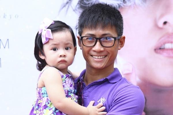 Thanh vien nhom MTV khoe con gai dang yeu nhu bup be hinh anh
